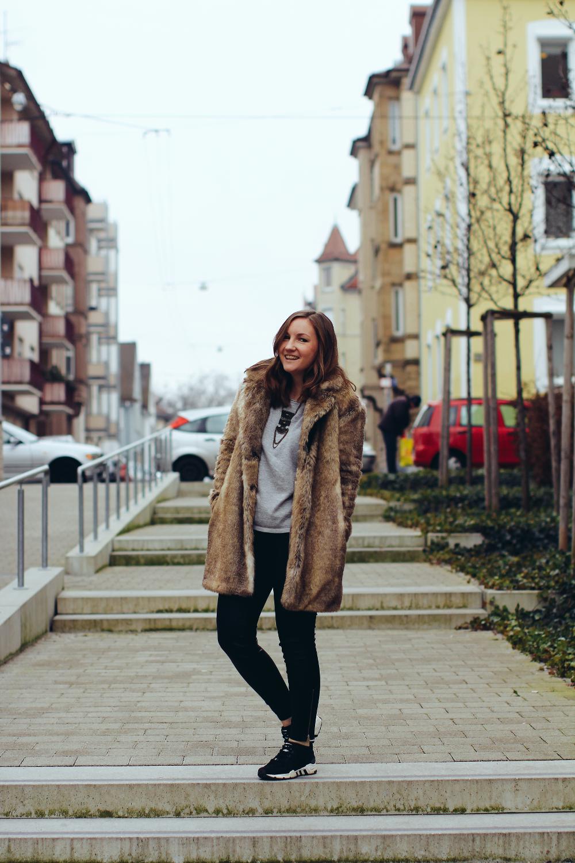 Fake Fur Coat Lisa Mattis Helle Flecken Outfit