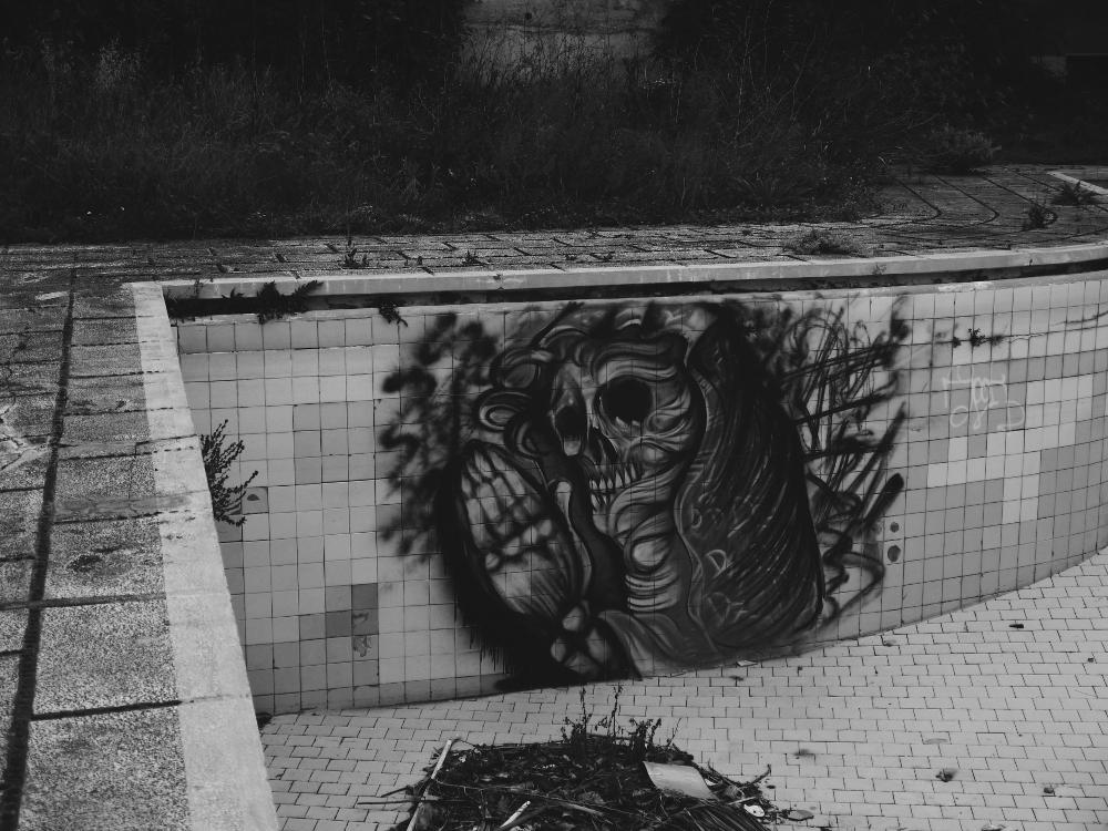 Hotel Neptuno Death bw