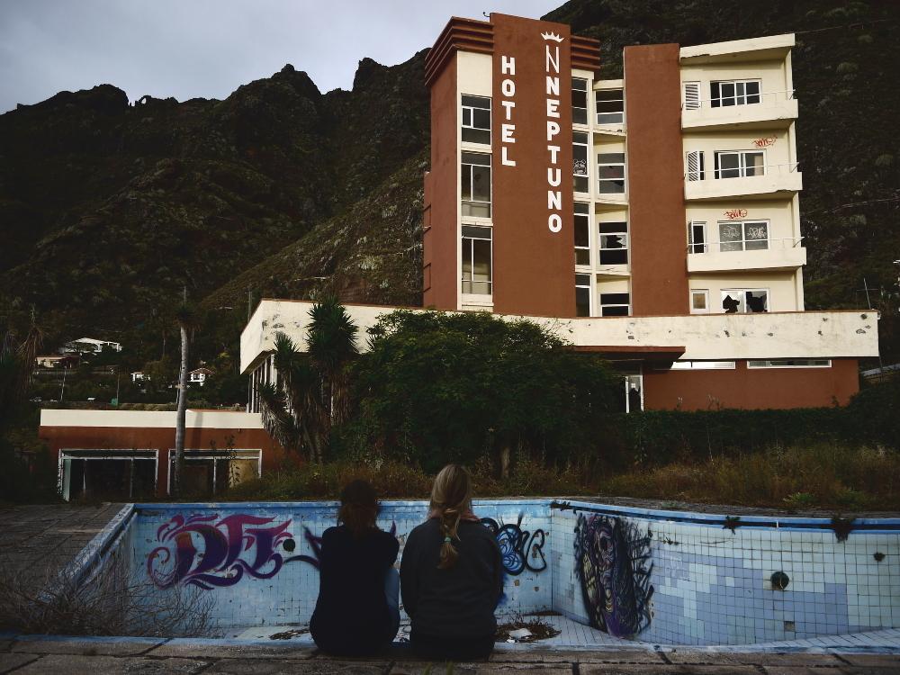Hotel Neptuno Title