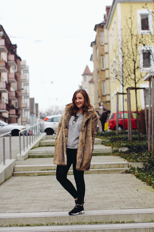 Lisa Mattis Fake Fur Outfit