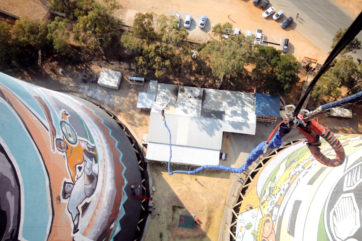 Bungee Jumping in Johannesburg: Soweto von ganz weit oben