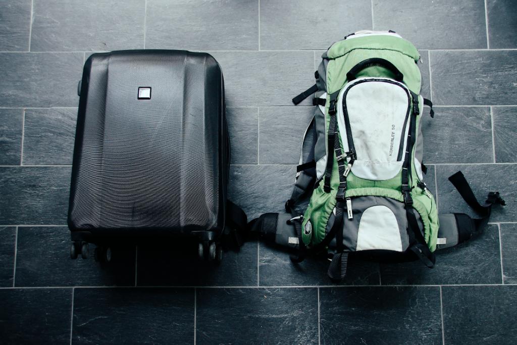 rollkoffer-vs-backpack
