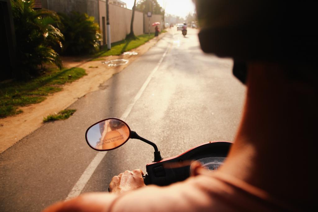 sri-lanka-scooter